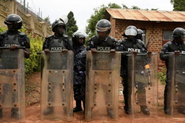 Présidentielle en Ouganda : l'opposant Bobi Wine reste assigné à résidence en Ouganda : l'opposant Bobi Wine reste assigné à résidence