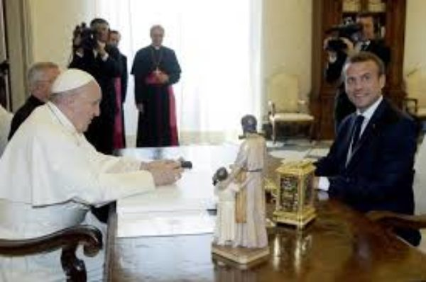 France : Depuis de Gaulle, une relation en dents de scie entre les présidents de la Ve République et les papes