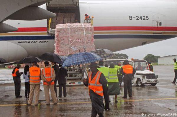 Ebola : les vaccins arrivent en Guinée, début de la vaccination