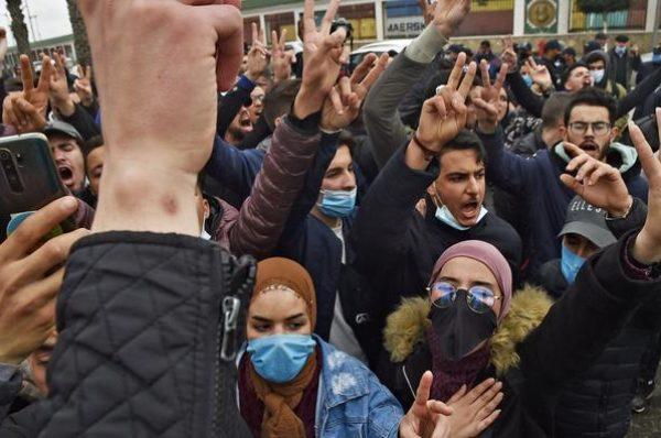 En Algérie, le retour des étudiants dans la rue malgré l'interdiction des manifestations