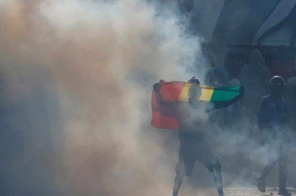 Sénégal: Sonko notifié des charges de viol et menaces de mort, situation très tendue dans le pays