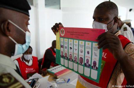 Denis Sassou Nguesso fait face à six autres candidats ce dimanche