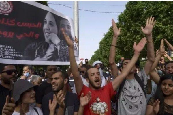 Tunisie: une année de crise sanitaire marquée par une limitation des libertés