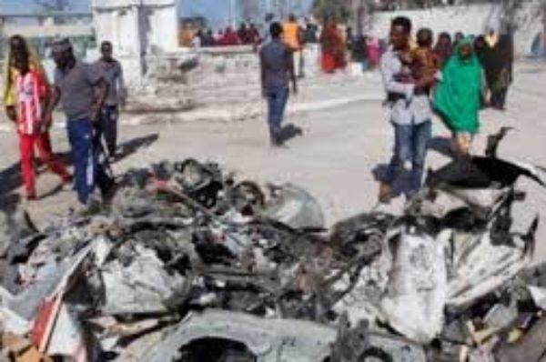 Une voiture piégée visant la police somalienne fait au moins 5 morts