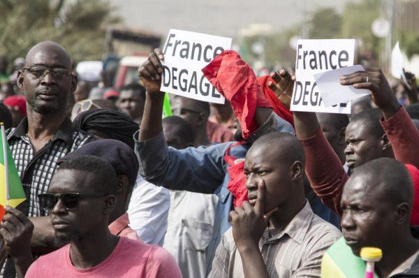 Au Mali, une manifestation en faveur des militaires rassemble des milliers de personnes