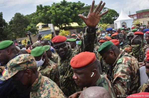 Discuter pour réussir la transition en Guinée