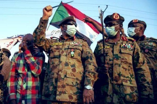 Des manifestants réclament un gouvernement de militaires